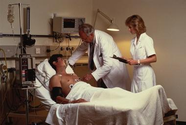 Клиника неосложненного субарахноидального кровоизлияния с дислокационным синдромом