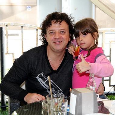 Дочь известного певца Ромы Жукова умерла в реанимации